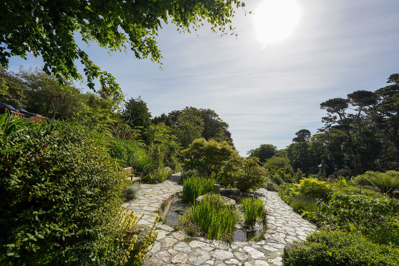 Meudon garden path