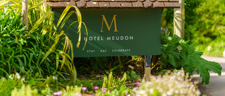 Hotel Meudon sign